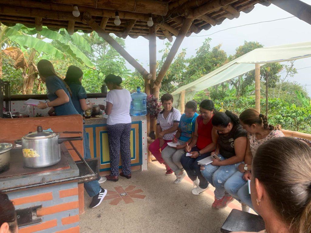 Encuentro con estudiante practicante- comunidad campesina municipio de Támesis Antioquia