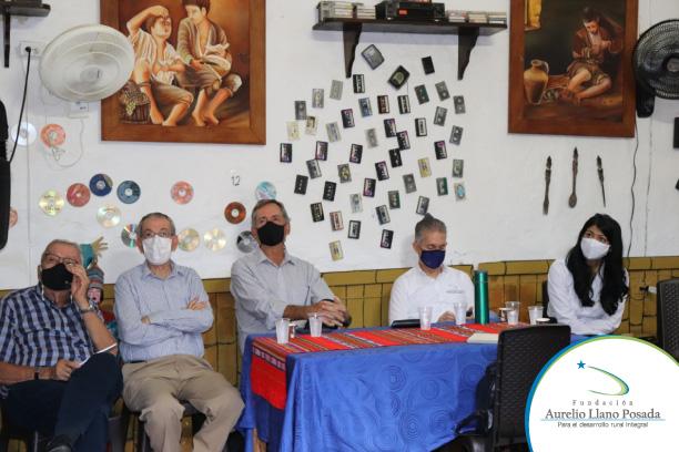 Visita a postulados a los Premios Nacionales Aurelio Llano Posada